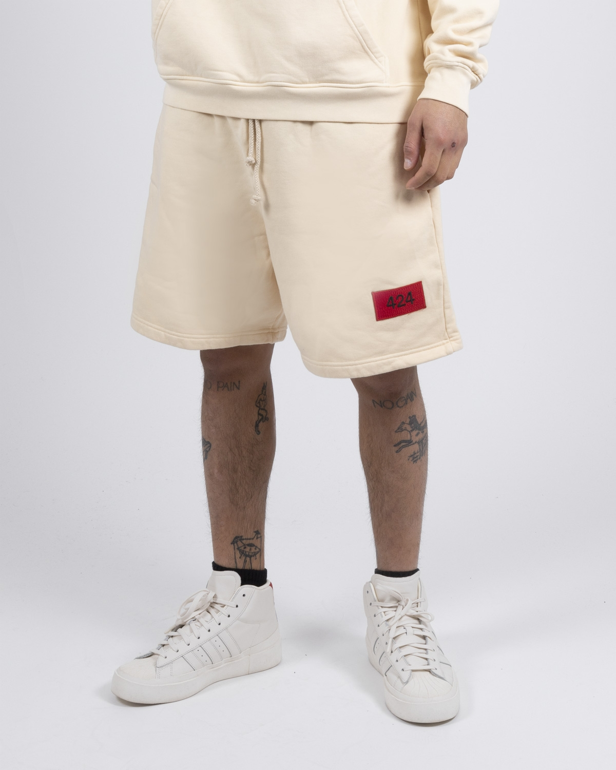 424 CREAM LOGO SWEATSHORTS